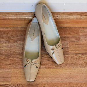 Size 8 Narrow Easy Spirit Buff Leather Heels